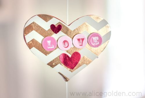Alice-Golden-Mambi-Valentine's-Day-Garland-8