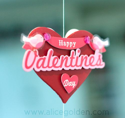 Alice-Golden-Mambi-Valentine's-Day-Garland-2