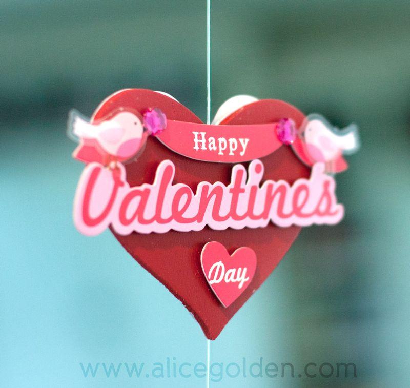 Alice-Golden-Mambi-Valentine's-Day-Garland-2