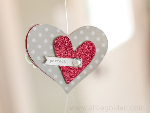 Alice-Golden-Mambi-Valentine's-Day-Garland-4