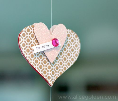 Alice-Golden-Mambi-Valentine's-Day-Garland-6