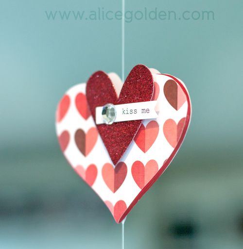Alice-Golden-Mambi-Valentine's-Day-Garland-3