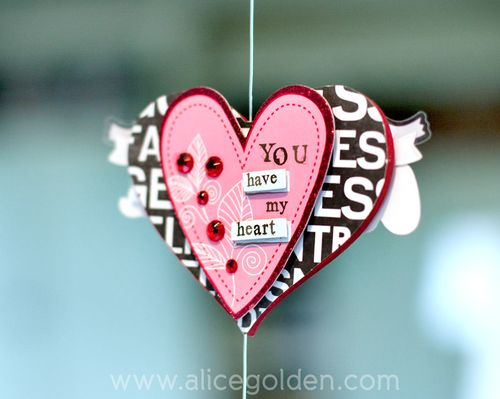 Alice-Golden-Mambi-Valentine's-Day-Garland-7